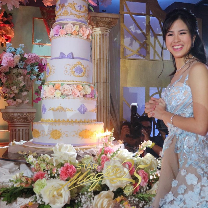 Debut Cake Design With Stairs : IN PHOTOS: The fairy tale like debut of Kisses Delavin