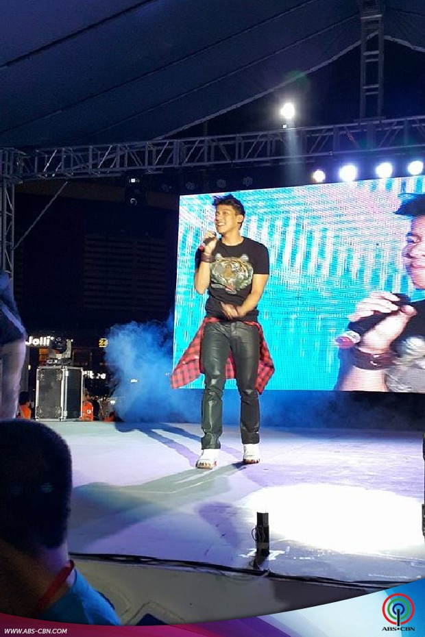 Enchong at Love Radio Shwelve Anniversary Concert