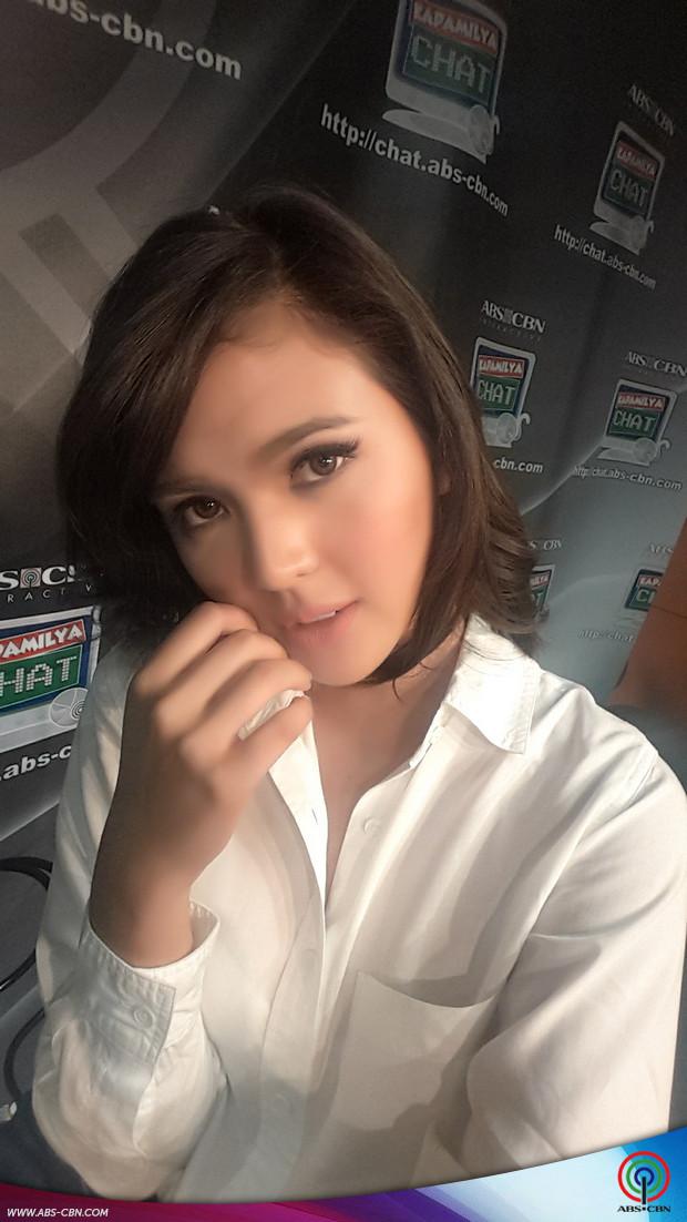 PHOTOS: Paano mag-selfie ang isang sosyal? Alamin mula kay Sofia Andres!