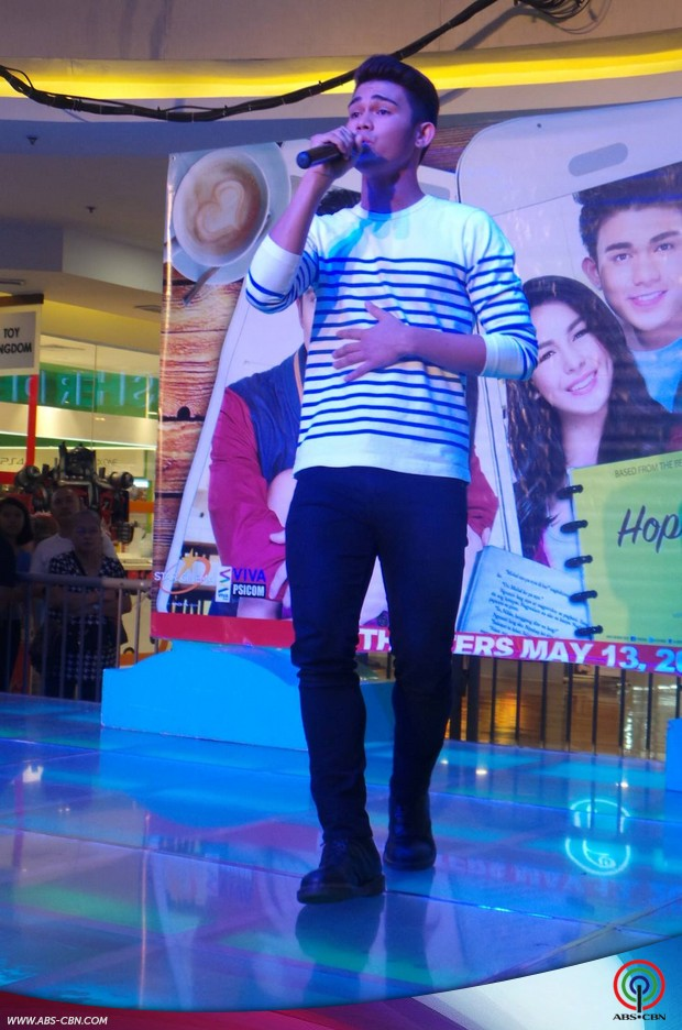 JulNigo nagpakilig sa kanilang mall show