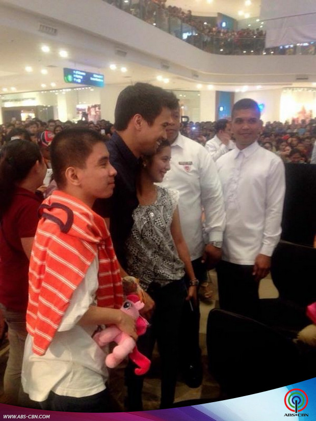 The Prenup mall show with Sam Milby
