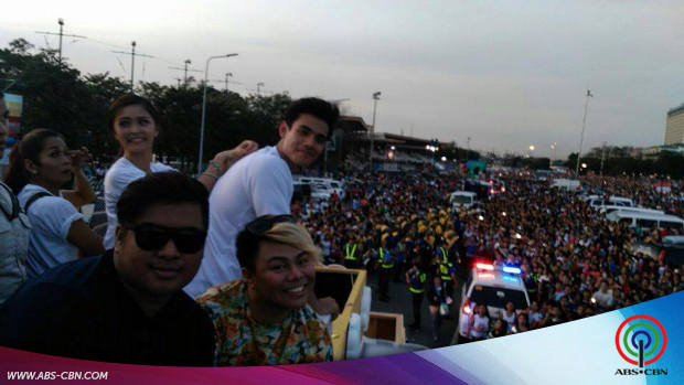Star Magic Artists at the 2015 MMFF Parade of Stars