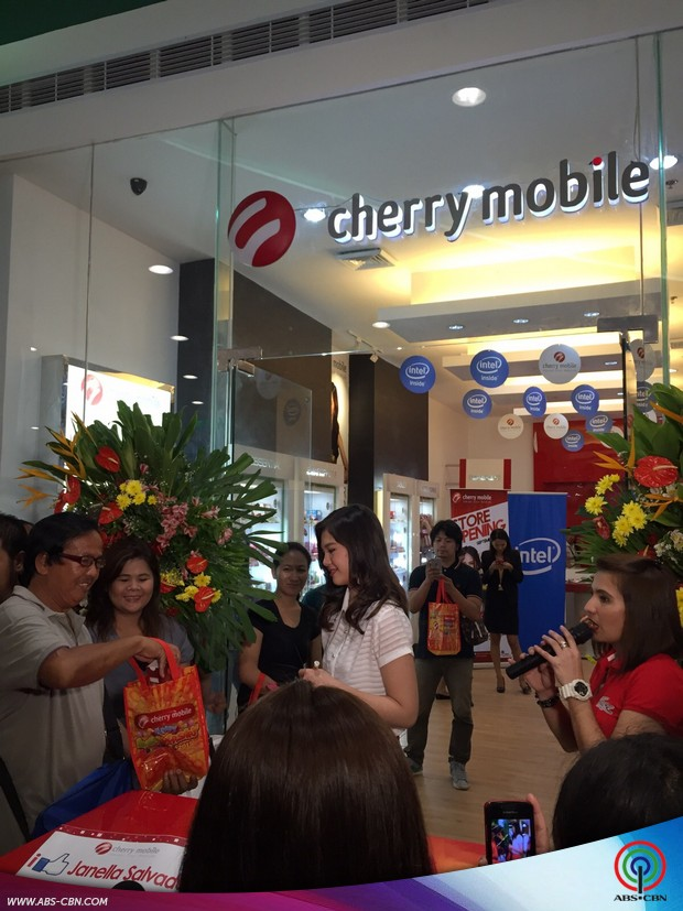 Ribbon cutting with Janella Salvador