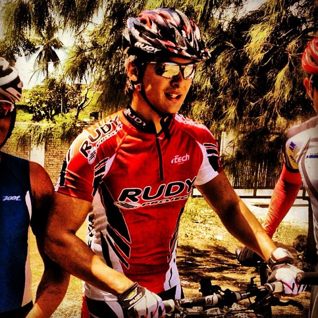Matteo Guidicelli: The hot triathlete in action