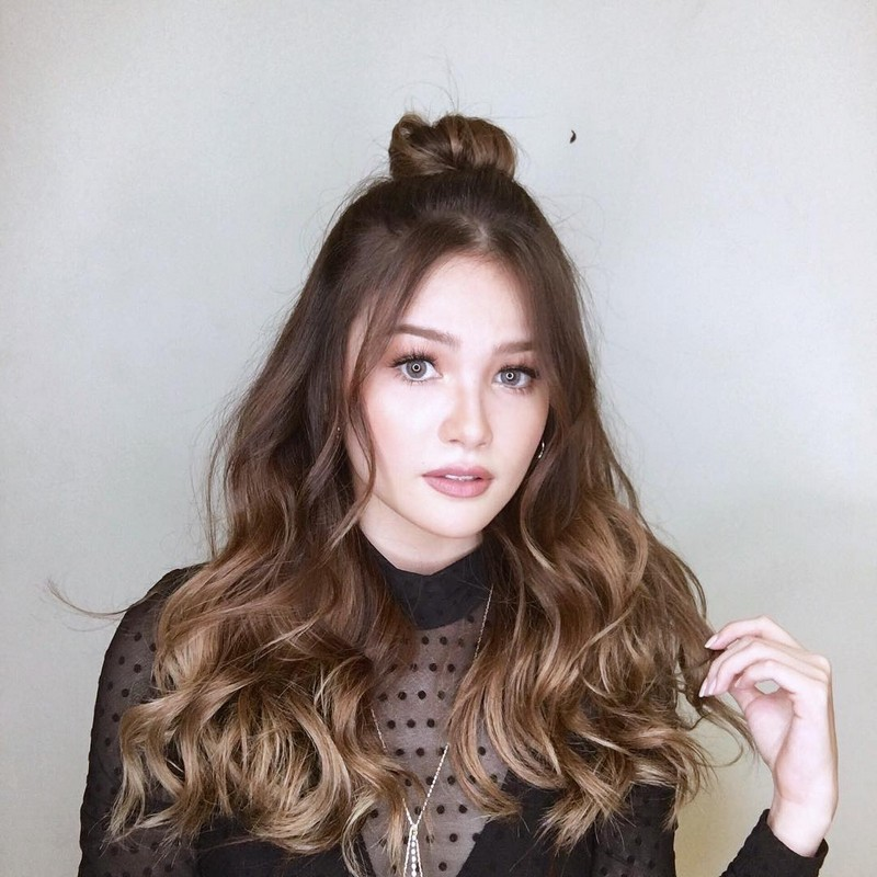 49 photos of Elisse that show she's a real-life barbie doll!