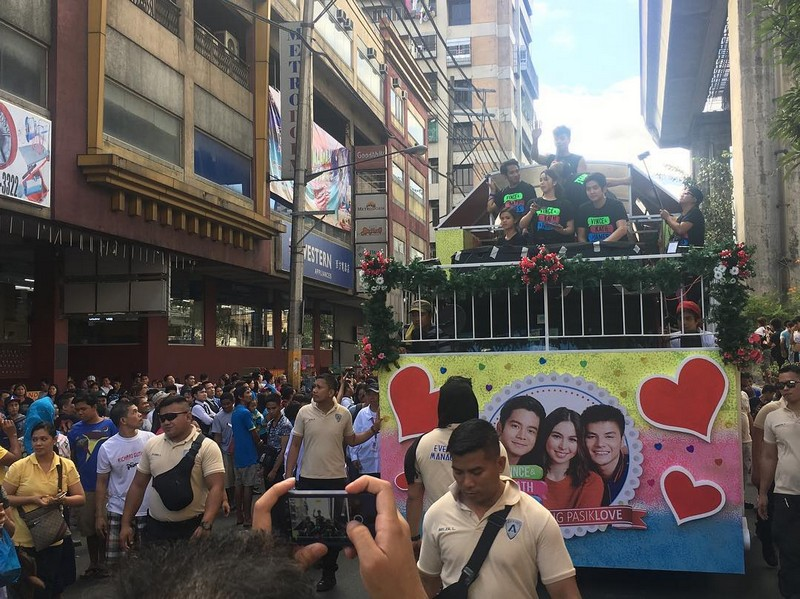 PHOTOS: Julia, Joshua, Ronnie & Maris at the MMFF Parade 2016