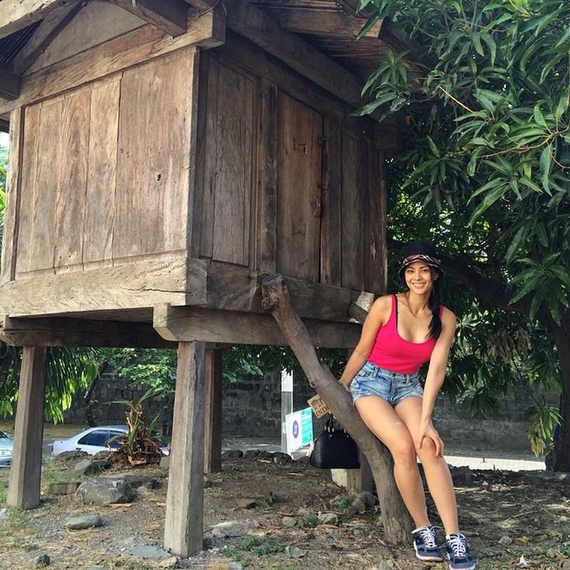 16 photos of Loren Burgos that prove she's totally sexy