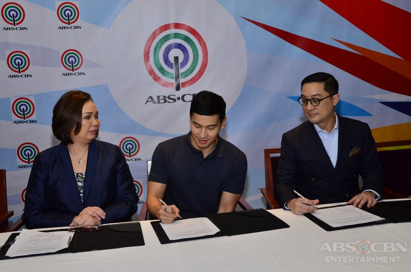 PHOTOS: Enchong Dee contract signing with ABS-CBN