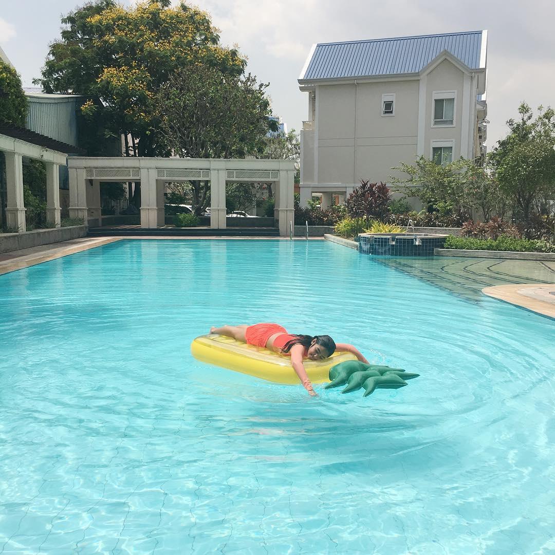 7 Kapamilya Stars In Giant Floaties