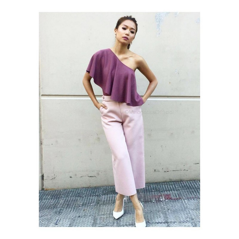 24 Best OOTD Photos of Miho that prove sexy defines her body