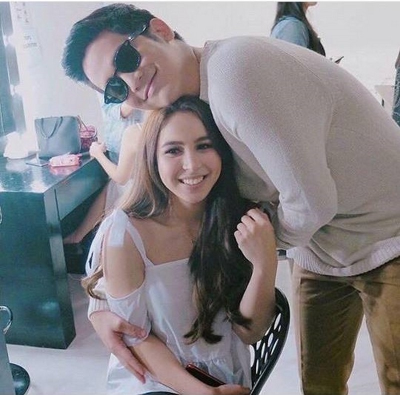 These 33 photos give us the signs confirming Julia & Joshua's relationship!