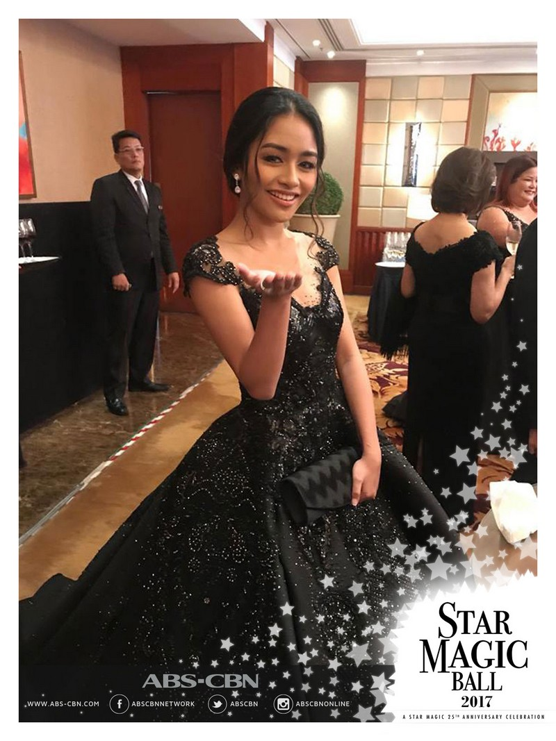 #StarmagicBall2017: Have you caught these female stars' flying kisses?