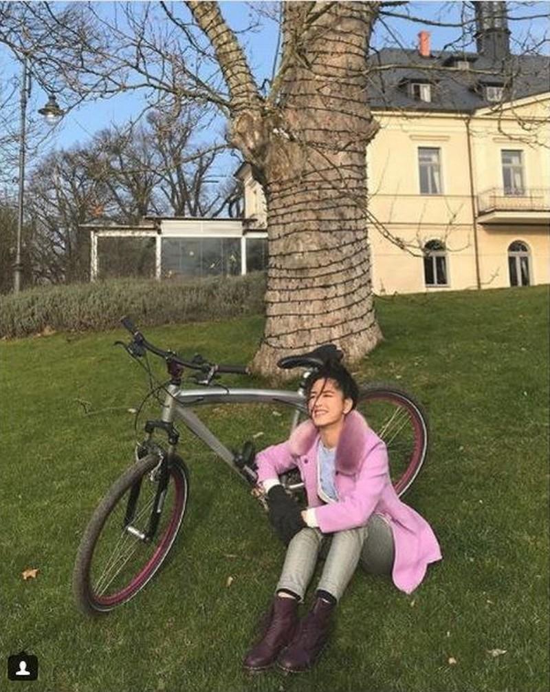SPOTTED: Kisses Delavin's blooming beauty in Czech Republic