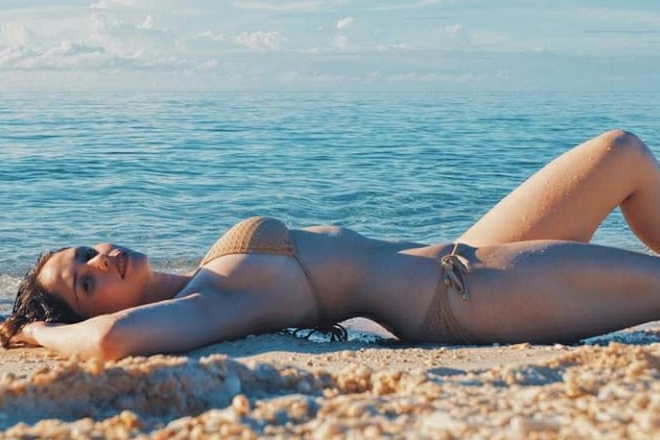 Oops! She did it again! Jessy proudly flaunts her hard-earned fit body in these 29 photos